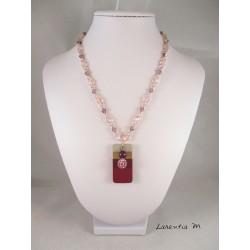 Collier perles cristal Swarovski et verre, pendentif béton rectangle peint raisin, avec perle cirée et shamballa violettes