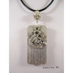 Collier béton rectangle argent, dragon argent, perle cristal gris, cordon daim gris