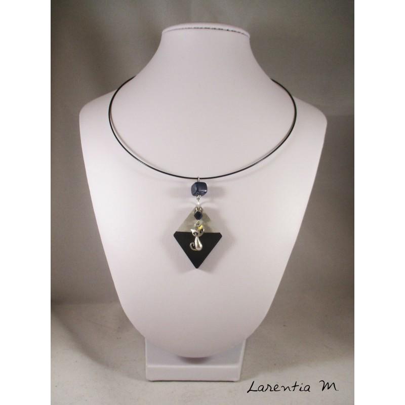 Boutique en ligne larentia m cratrice de bijoux et dobjets necklace cat with swarovski crystal black pearl stand black painted concrete diamond and black aloadofball Gallery