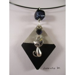 "Necklace ""Cat"" with Swarovski crystal black pearl Stand black painted concrete diamond and black pearl square"