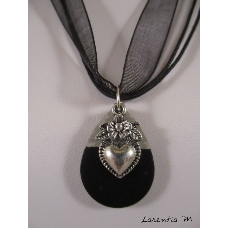 """Necklace """"Cat"""" with Swarovski crystal black pearl Stand black painted concrete diamond and black pearl square"""