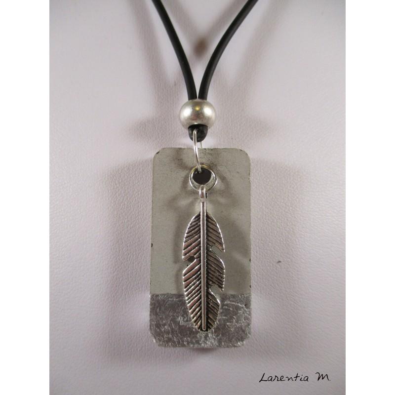 Collier béton rectangle argent, dragon argent, perle cristal gris, cordon daim gris
