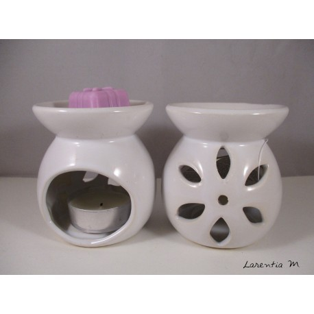 Perfume burner in ceramic, white, flower
