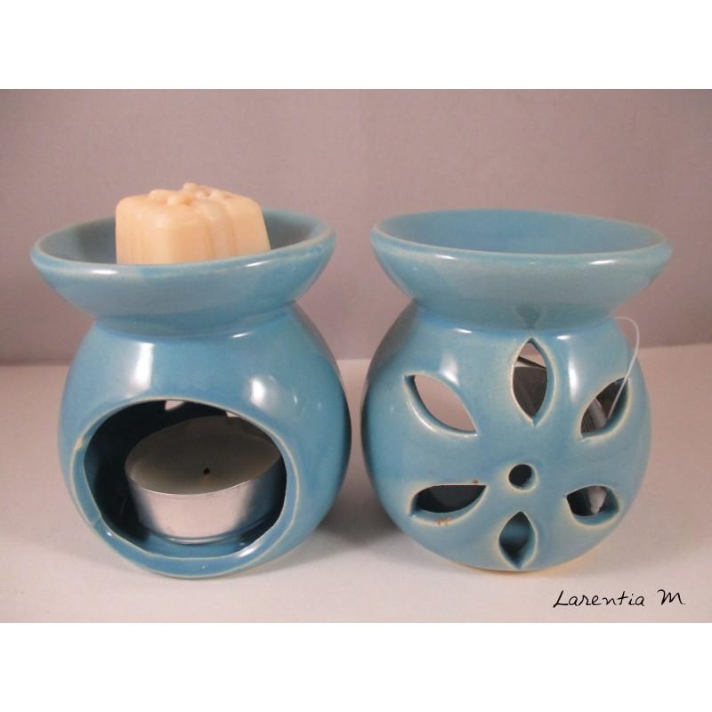 Perfume burner in ceramic, blue, flower