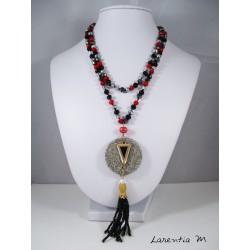 Collier perles cristal Bohême rouges et noires, pendentif granit rond, triangle doré et noir, pompon perles noires