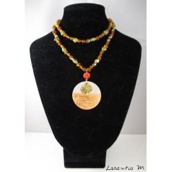 Collier perles cristal Bohême et verre orange, perles métal, pendentif béton rond avec arbre de vie doré et shamballa orange