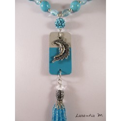 Collier perles verre et cristal turquoise, rocaille argent, pendentif béton rectangle, lune argentée, pompon perles turquoise