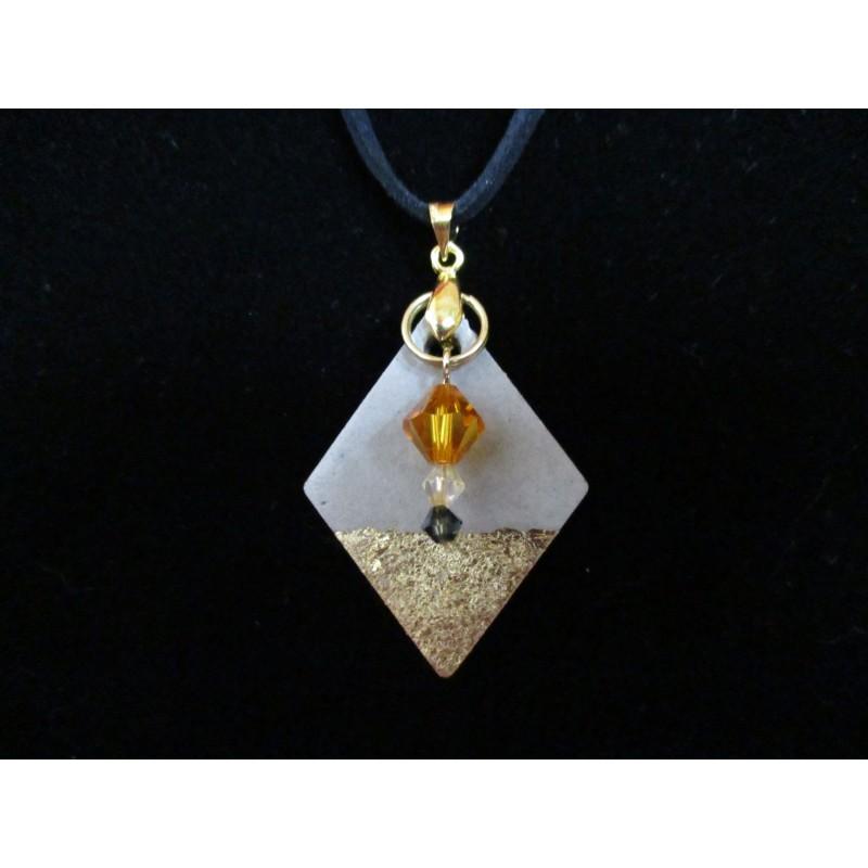 Collier béton losange or, perles cristal Swarovski, cordon daim noir