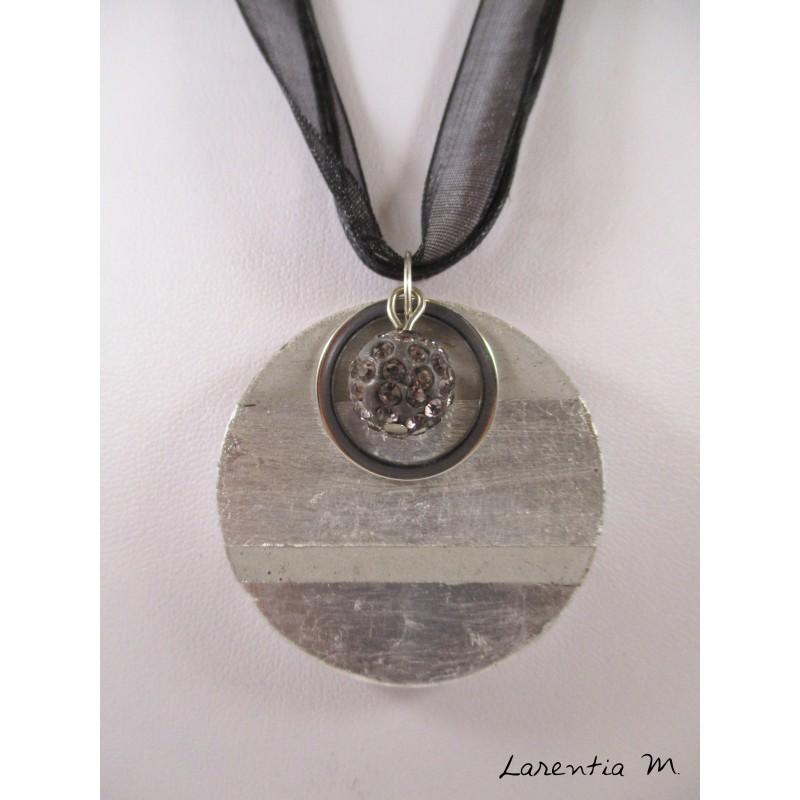 Collier béton rond argent, perle shamballa violette et anneau inox sur ruban et cordons noirs