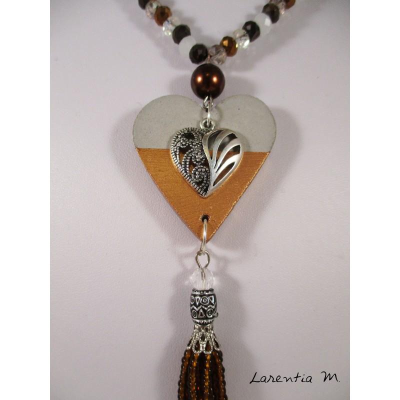 Collier perles cristal Bohème et rocailles, pendentif béton cœur doré sur perle shamballa marron et arbre de vie doré