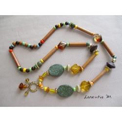 Sautoir 50 cm tons vert/marron/jaune avec pendentif