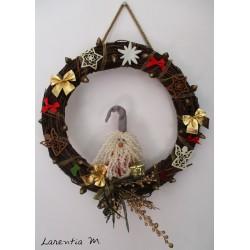 Couronne de Noël en branchages, avec lutin fait main, décorations feutrine,  nœuds 37cm