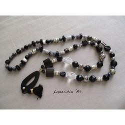 Sautoir tons noir/gris/blanc avec pendentif bois