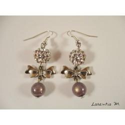 Boucles d'oreille nœuds papillons argentés, perles shamballa blanches, perles magiques blanches