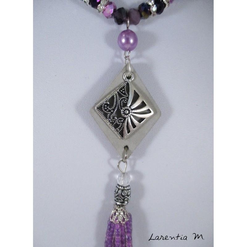 Collier perles cristal Bohême tons violets, pendentif béton losange, losange ciselé argenté, pompon perles roses