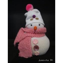 Bonhomme de neige en chaussette remplie de riz, écharpe tricotée main, boutons, yeux mobiles 16cm x 10cm