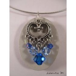Collier béton ovale, connecteur cœur et perles cristal Swarovski bleues, ras de cou rigide gris