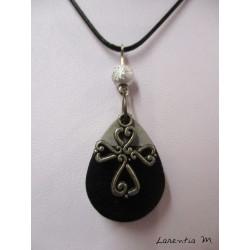 Collier ras de cou double noir avec goutte béton noir, croix argentée et perle métal argentée