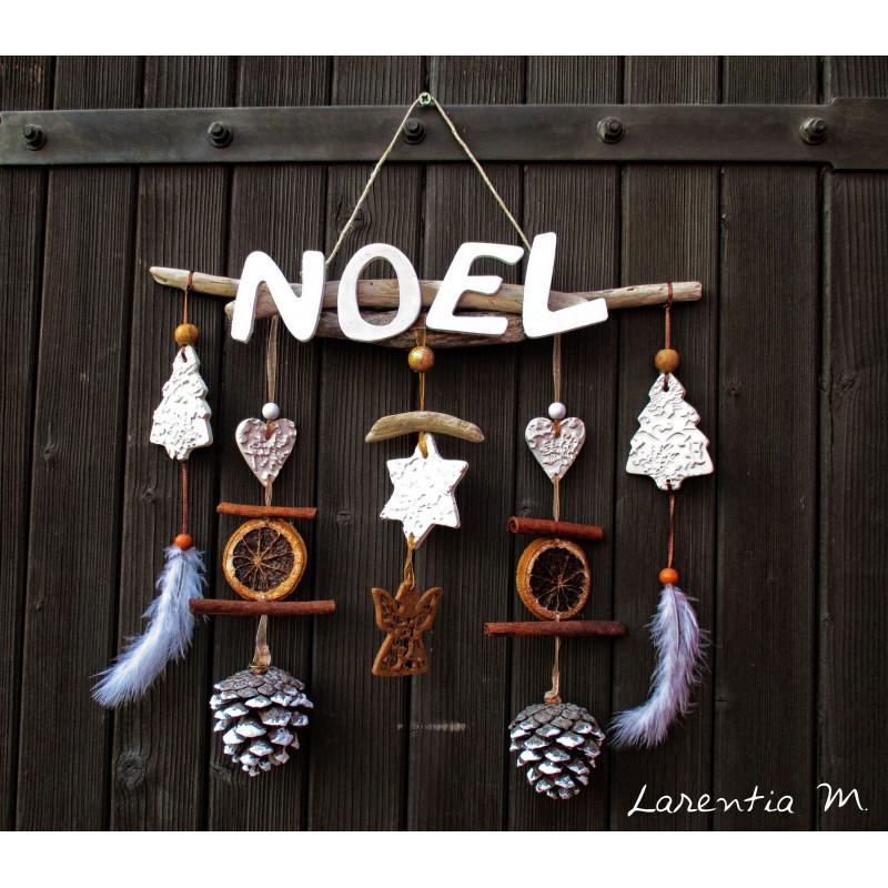 Mobile Noël, bois flotté, pommes de pin, fruits secs, sapin et étoiles en pâte modeler (35*32cm)