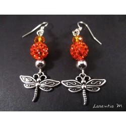 Boucles d'oreilles libellules argentées, perles shamballa orange, perles cristal orange