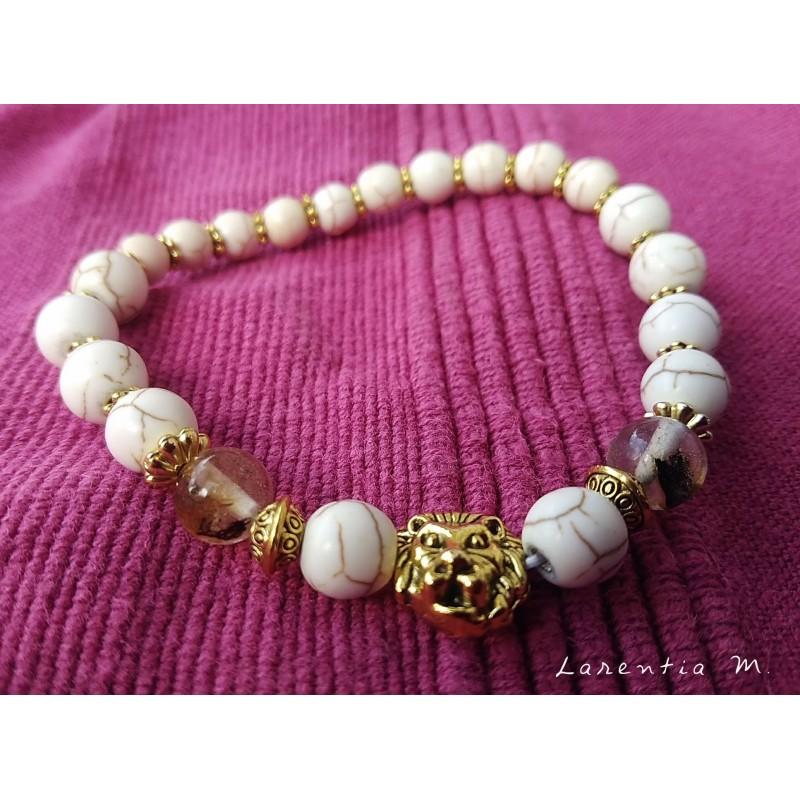 Bracelet perles ivoire et tête lion dorée