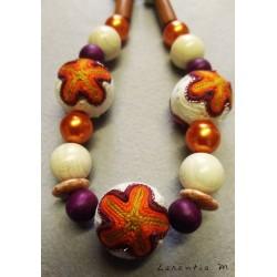 Sautoir perles bois, tissu, cirées tons orange, violet, beige, acajou