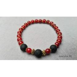 Bracelet perles lave noires, perles verre 6mm rouge, perles métal dorées