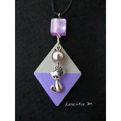 "Pendant Necklace ""Cat"" with grey pearl on lozenge concrete pad painted purple"
