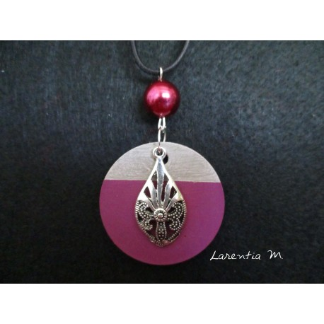 """Pendant Necklace """"Drop"""" with fuchsia pearl on circle concrete pad painted fuchsia"""