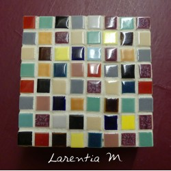Box painted wood square (10x10x4cm) decorated with mini mosaic multicolored
