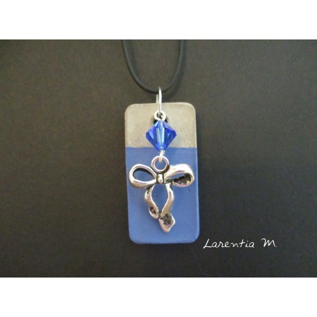 """Pendant Necklace """"Node"""" with blue Swarovski cristal pearl on rectangle concrete pad painted blue"""