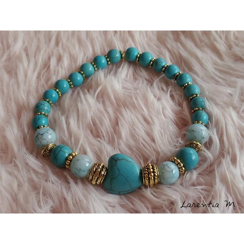 Bracelet perles de verre 8-6 mm turquoise, cœur turquoise, perles métal dorées, élastique