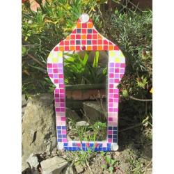 Miroir en papier maché, peint, décoré de mosaique plastique