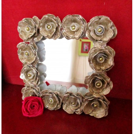 Support mirroring strong cardboard, decorated with roses cut out of egg boxes and beads