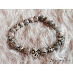 Bracelet perles de verre 8mm noires,beiges et grises, perles et lion métal argentés, élastique