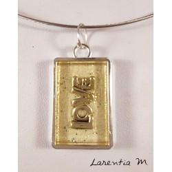 Collier pendentif argenté avec inclusion résine pailletée Love argent