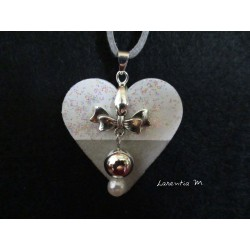 Pendant necklace with beads silver / white, hanging on a bow, on base concrete core glittery white