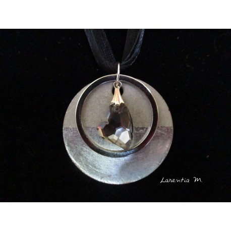 "Necklace, grey pendant ""Swarovski cristal heart"" on concrete pad decorated silver"